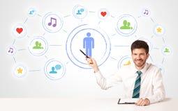 Biznesowy mężczyzna z ogólnospołecznym medialnym podłączeniowym tłem Zdjęcie Royalty Free