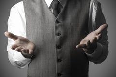 Biznesowy mężczyzna z otwartymi ręk palmami, Biznesowy pojęcie Obrazy Royalty Free