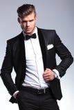 Biznesowy mężczyzna z ręką w kieszeni na kurtce i Zdjęcie Stock