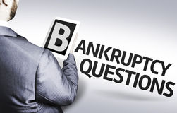 Biznesowy mężczyzna z teksta bankructwa pytaniami w pojęcie wizerunku Obrazy Stock