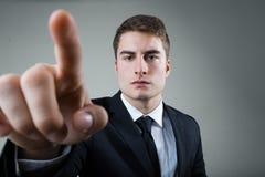 Biznesowy mężczyzna z wskazywać coś lub dotykać ekran obraz royalty free