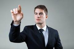 Biznesowy mężczyzna z wskazywać coś lub dotykać ekran obrazy royalty free