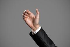 Biznesowy Man& x27; s ręka Trzymać kartę, telefon komórkowy zdjęcia royalty free