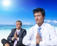 Biznesowy medytaci plaży orzeźwienia pojęcie Obrazy Royalty Free