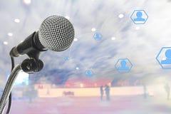Biznesowy mikrofon Multimedie robią pieniądze Zdjęcia Stock