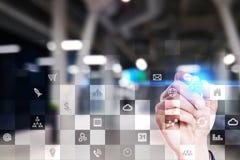 Biznesowy mockup Biurowy obieg Ikony na wirtualnym ekranie Interneta i technologii cyfrowej pojęcie Zdjęcie Royalty Free