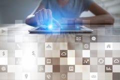 Biznesowy mockup Biurowy obieg Ikony na wirtualnym ekranie Interneta i technologii cyfrowej pojęcie Obraz Royalty Free