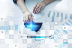 Biznesowy mockup Biurowy obieg Ikony na wirtualnym ekranie Interneta i technologii cyfrowej pojęcie Fotografia Stock