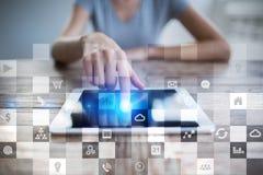 Biznesowy mockup Biurowy obieg Ikony na wirtualnym ekranie Interneta i technologii cyfrowej pojęcie Zdjęcia Stock