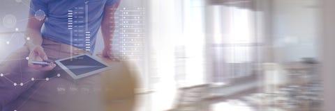 Biznesowy narzuta interfejs z biznesmenem i pastylka z przemianą Zdjęcie Royalty Free