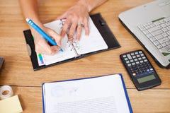 biznesowy notatnika kobiety writing Fotografia Stock