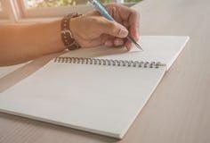 Biznesowy osoby writing na papierze Zdjęcia Royalty Free