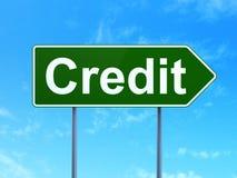 Biznesowy pojęcie: Kredyt na drogowego znaka tle obraz royalty free