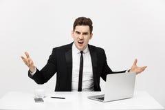Biznesowy pojęcie: Portret krzyczący gniewny biznesmena obsiadanie w biurze odizolowywającym nad białym tłem obraz royalty free