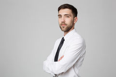 Biznesowy pojęcie - Przystojny Biznesowy mężczyzna krzyżował ręki z confi Obrazy Royalty Free