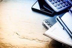 Biznesowy pojęcie z agendą, telefonem komórkowym i kalkulatorem, Obrazy Royalty Free