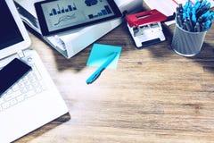 Biznesowy pojęcie z biurowym pulpitem Online biznes, bankowość, zdjęcie royalty free