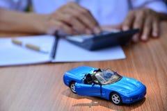 Biznesowy pojęcie, ubezpieczenie samochodu, bubel lub zakupu samochód, samochodowy finansowanie, Zdjęcie Royalty Free