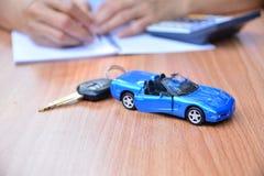 Biznesowy pojęcie, ubezpieczenie samochodu, bubel lub zakupu samochód, samochodowy finansowanie, Fotografia Stock