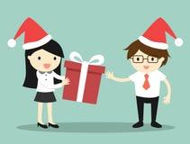 Biznesowy pojęcie, Biznesowa kobieta daje czerwonemu prezenta pudełku biznesmen dla Bożenarodzeniowego festiwalu Obrazy Royalty Free