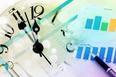 Biznesowy pojęcie, pieniężne mapy i wykresy z zegarem, czas Zdjęcia Stock