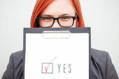 Biznesowy polityki pojęcie wybór i głosować Kobieta wewnątrz nadaje się Obraz Royalty Free