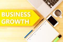 Biznesowy przyrost Ręka wskazuje biznesową mapę obrazy stock