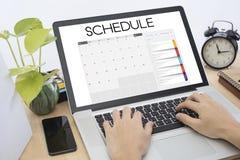 Biznesowy ręki listy kalendarza planisty spotkanie na komputerowej klawiaturze Obrazy Stock