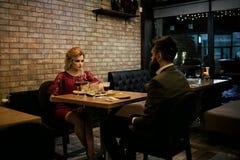 Biznesowy spotkanie i konflikt mężczyzna i kobieta biznesowy cinflict na spotkaniu elegancka para obraz royalty free