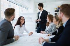 Biznesowy spotkanie i praca zespołowa ludźmi biznesu obrazy royalty free