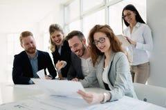 Biznesowy spotkanie i praca zespołowa ludźmi biznesu zdjęcia royalty free