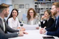 Biznesowy spotkanie i praca zespołowa ludźmi biznesu zdjęcia stock
