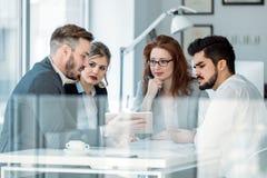 Biznesowy spotkanie i praca zespołowa ludźmi biznesu zdjęcie stock