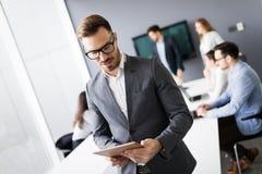 Biznesowy spotkanie i praca zespołowa ludźmi biznesu fotografia royalty free