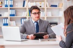 Biznesowy spotkanie między biznesmenem i bizneswomanem Obrazy Royalty Free