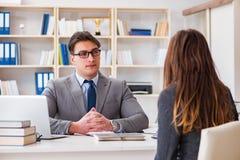 Biznesowy spotkanie między biznesmenem i bizneswomanem Fotografia Royalty Free