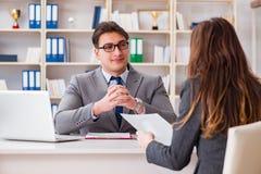 Biznesowy spotkanie między biznesmenem i bizneswomanem Zdjęcia Stock