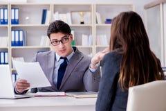Biznesowy spotkanie między biznesmenem i bizneswomanem Zdjęcie Royalty Free