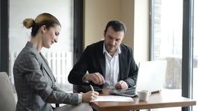 Biznesowy spotkanie, podpisywanie kontrakt zbiory wideo