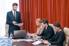 Biznesowy spotkanie w sala konferencyjnej Fotografia Royalty Free