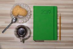 Biznesowy spotkanie z kawą i deserem z dzienniczkiem obrazy royalty free