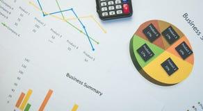 Biznesowy streszczenie lub planu biznesowego raport z mapami i wykresami w Biznesowym pojęciu Obrazy Stock