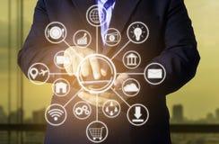 biznesowy technologii pojęcie, ludzie biznesu ręk używa mądrze pho Zdjęcia Stock