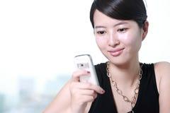biznesowy telefon komórkowy kobiety działanie Obrazy Royalty Free