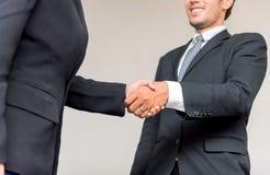 Biznesowy uścisk dłoni i praca zespołowa dla sukcesu zdjęcia stock