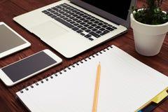 Biznesowy workspace z gadżetami Zdjęcia Stock