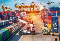 Biznesowych logistyk pojęcia statek, samolot, ciężarówka i pociąg dla Log, zdjęcie royalty free