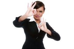 biznesswoman ο.κ. που εμφανίζει χαμό&gamma Στοκ Φωτογραφίες