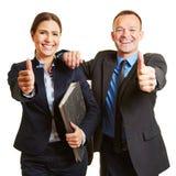 Biznesu drużynowe mienia aprobaty zdjęcia royalty free