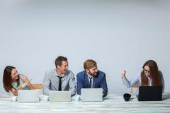 Biznesu drużynowy działanie na ich biznesowym projekcie Fotografia Stock